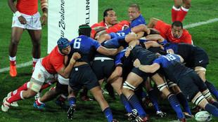 Cambia la regla del ensayo en el rugby: ya no valdrá tocar sólo en...