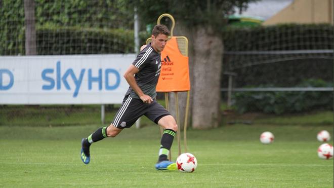 Santiago Giménez en un entrenamiento con la selección mexicana.