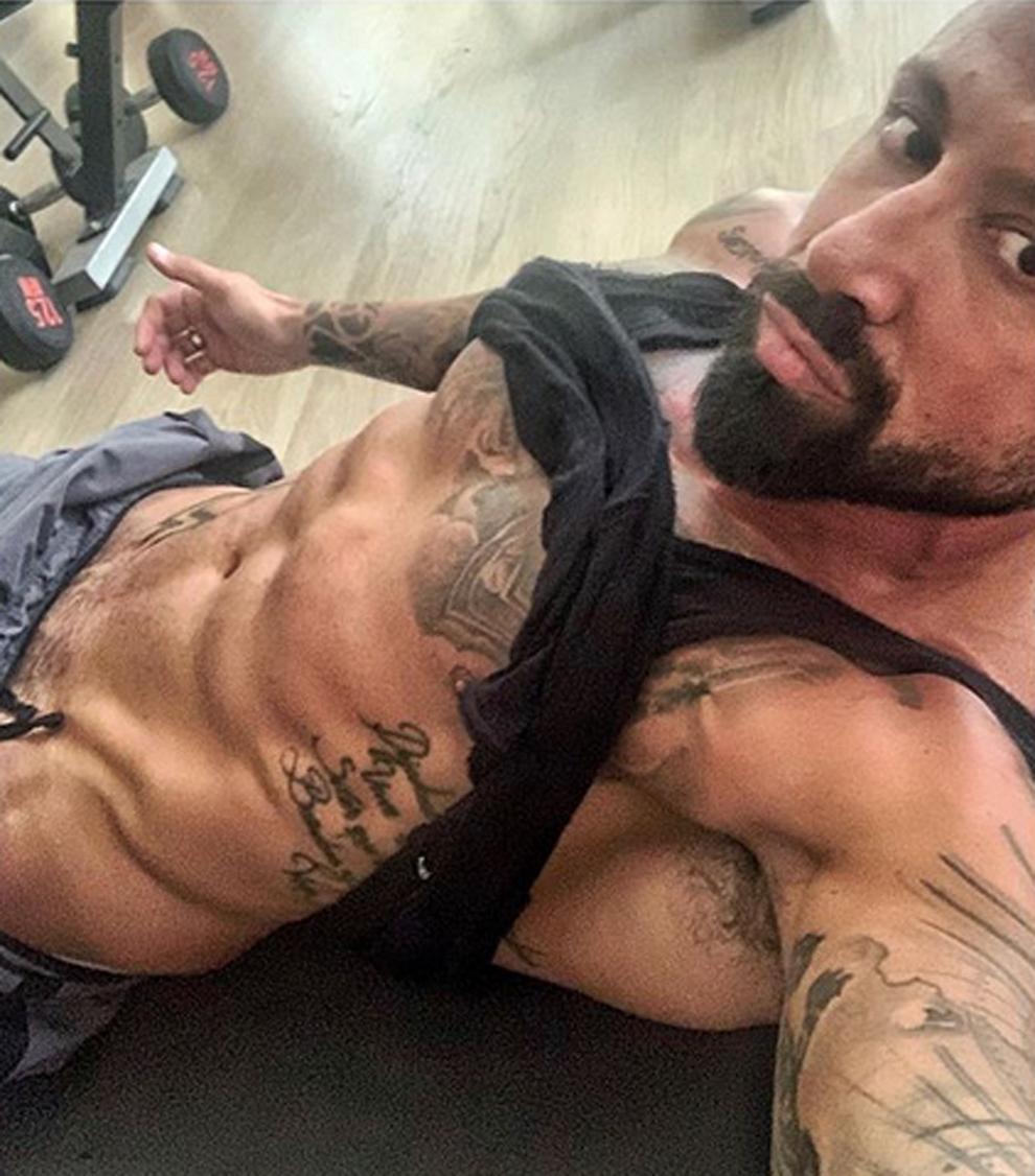 José Mari mostrando su envidiado y musculado cuerpo