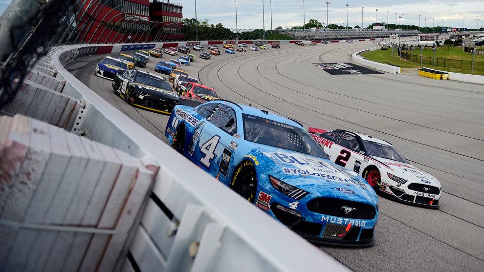 La NASCAR fue la primera gran competición de motor en volver a la...