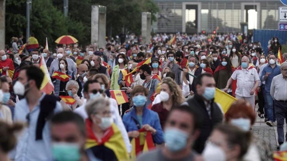 La cacerolada contra el gobierno de Pedro Sánchez se extiende a más...