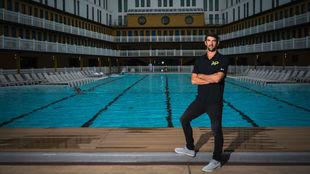 Phelps, delante de una piscina