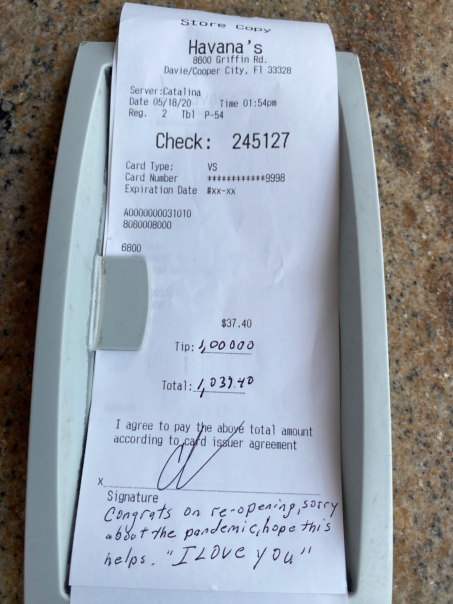 Propina de 1.000 dólares en una factura de 37,40 que dejó Chad...