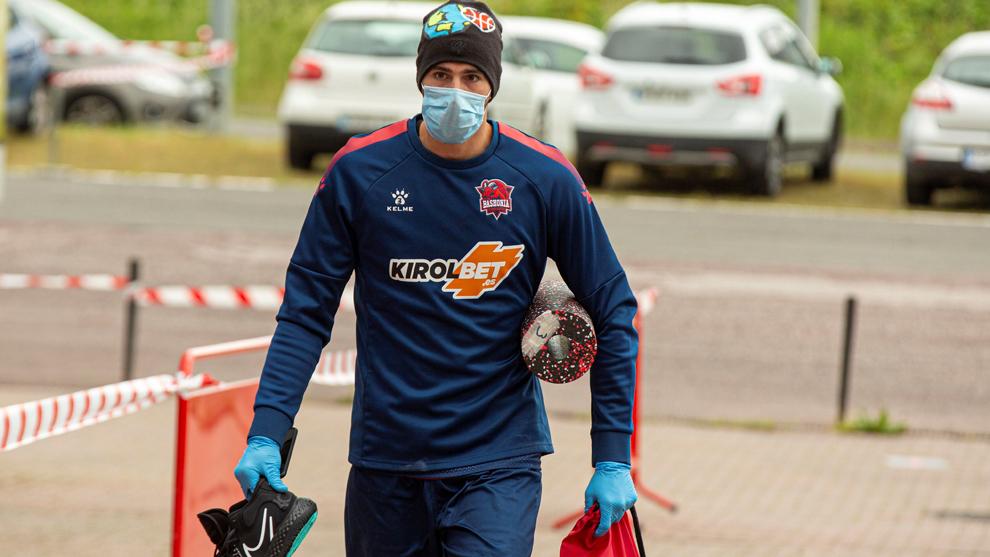 Lucas Vildoza a su llegada a las instalaciones del Baskonia
