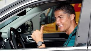 Cristiano Ronaldo en su llegada al centro deportivo de la Continassa