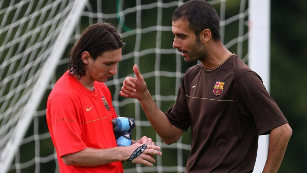 Guardiola speaking with Messi in 2008.