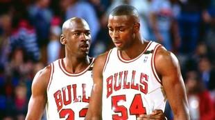 Michael Jordan y Horace Grant en un partido.