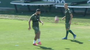 Los verdiblancos Fekir (26) y Canales (29), en la Ciudad Deportiva.