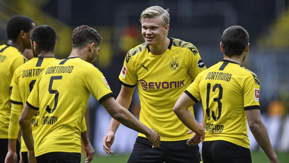 Haaland celebra su gol al Schalke.