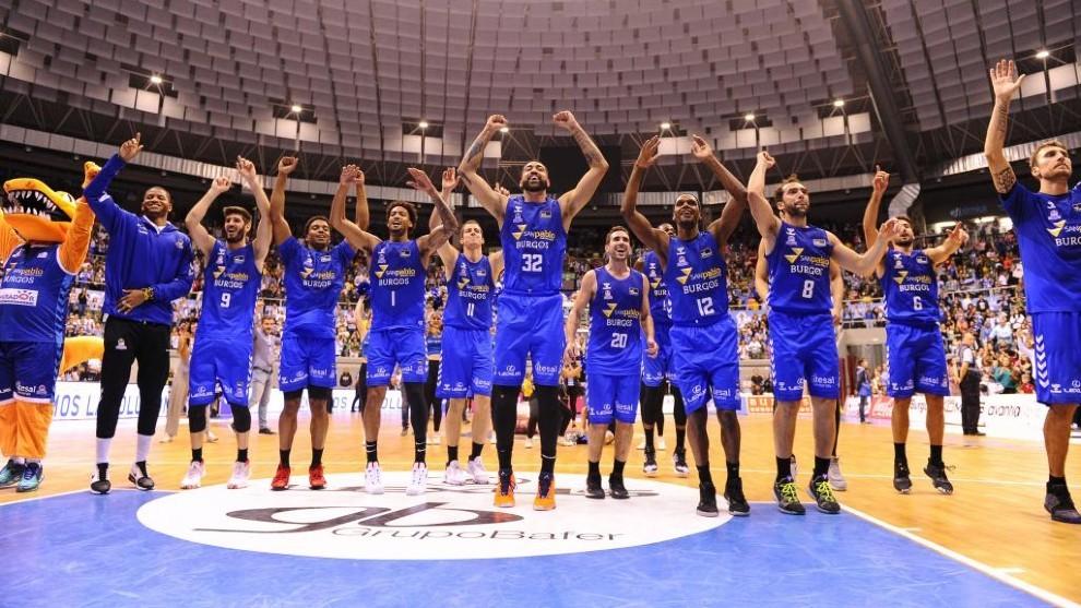Los jugadores del San Pablo Burgos celebran un triunfo ante el UCAM...
