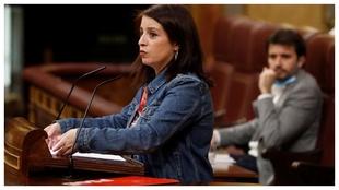 La portavoz del PSOE en el Congreso Adriana Lastra intercambió duras...