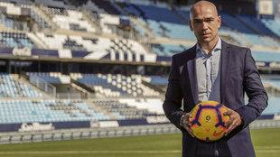 Manolo Gaspar, nuevo responsable de todo el área deportiva, posa con...
