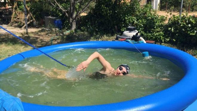 La piscina que se ha comprado María Delgado para entrenar en su casa...