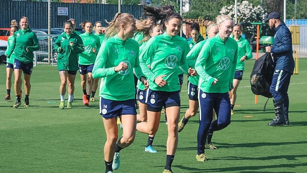 Las jugadoras del Wolfsburgo durante un entrenamiento esta semana.