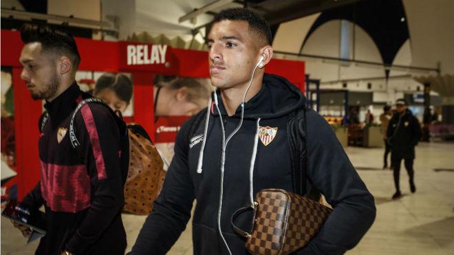 Diego Carlos y Ocampos, en el aeropuerto.