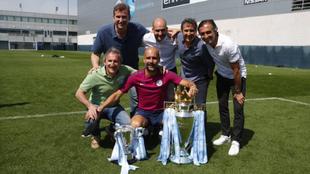 Estiarte posa con Guardiola, Ferran Soriano, Txiki Begiristain y Joan...