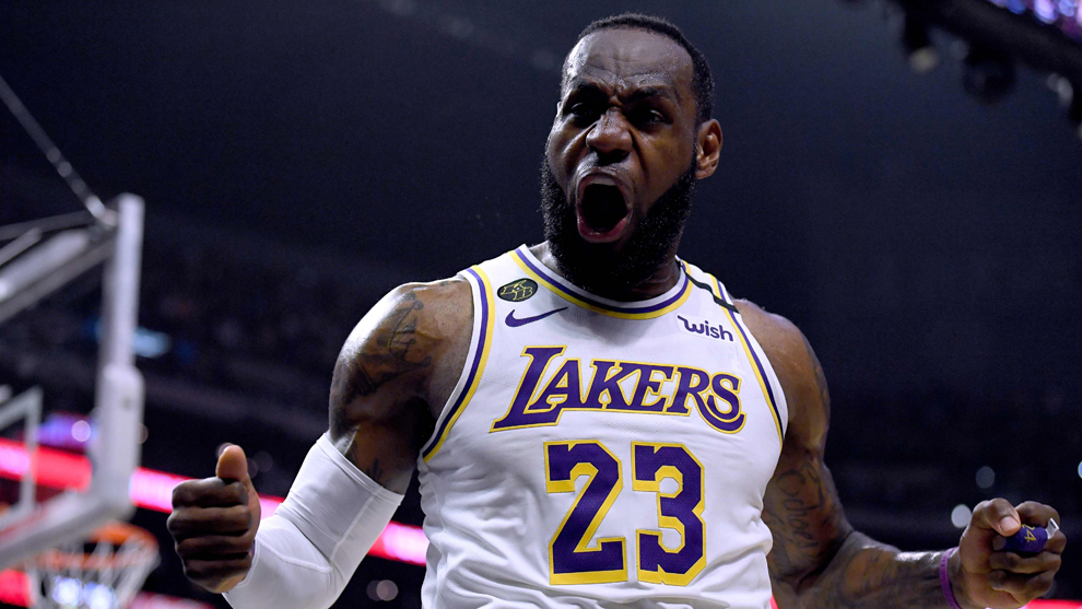 LeBron James durante un partido con los Lakers
