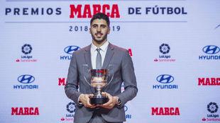 Rui Silva recibe el Trofeo Zamora en la gala Marca.