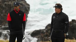 Tiger Woods y Phil Mickelson durante un torneo.