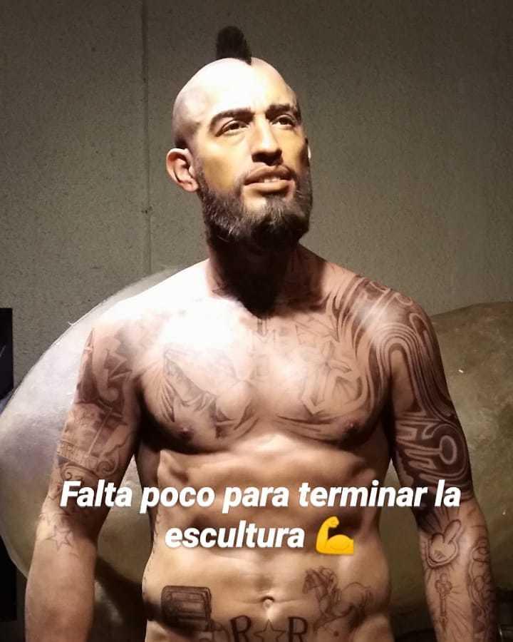 Figura de cera de Arturo Vidal (Barcelona) que está realizando el...