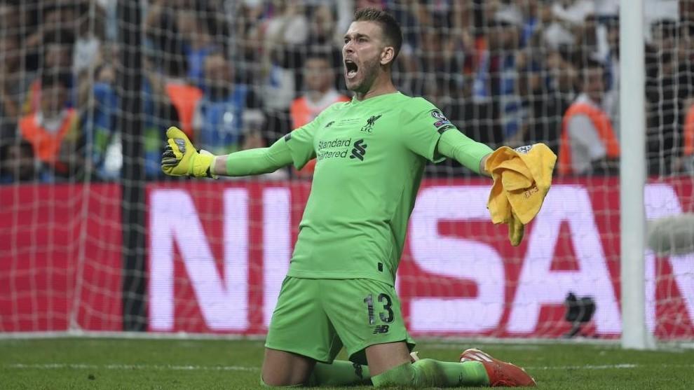 Adrián, en un partido del Liverpool.