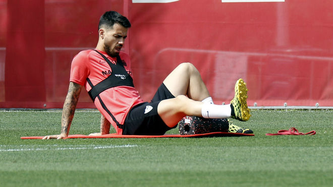 Suso performs exercises in the Sports City.