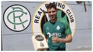 Luca Zidane, con las latas que donan al Banco de Alimentos