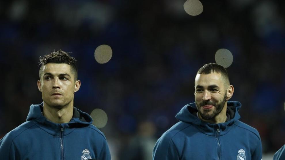 Benzema y Cristiano, antes del comienzo de un partido de Champions.