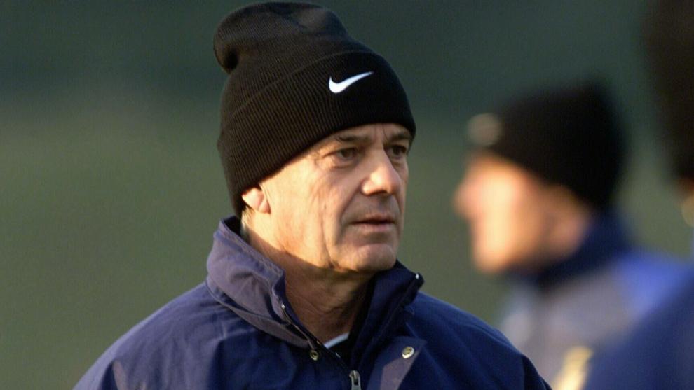 Gigi Simoni, durante un entrenamiento con el Inter
