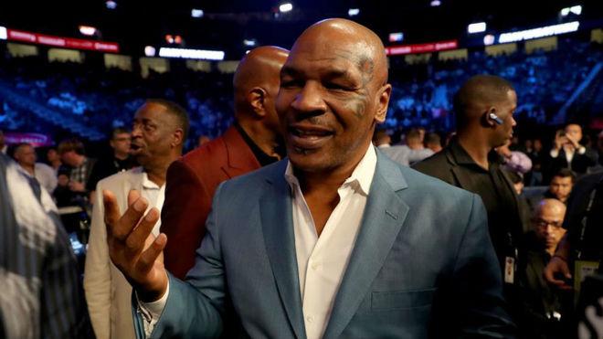 Tyson, durante le combate entre Floyd Mayweather Jr. y Conor McGregor.