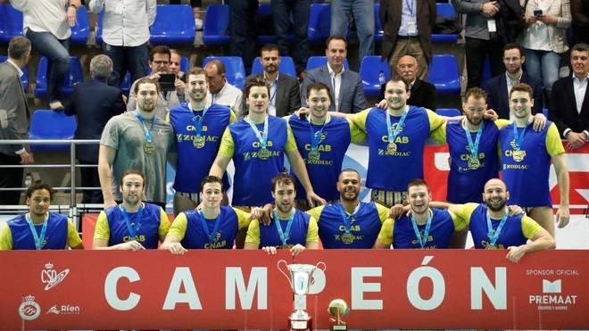 El  Atéltic-Barceloneta, de nuevo campeón de la Liga Premaat...