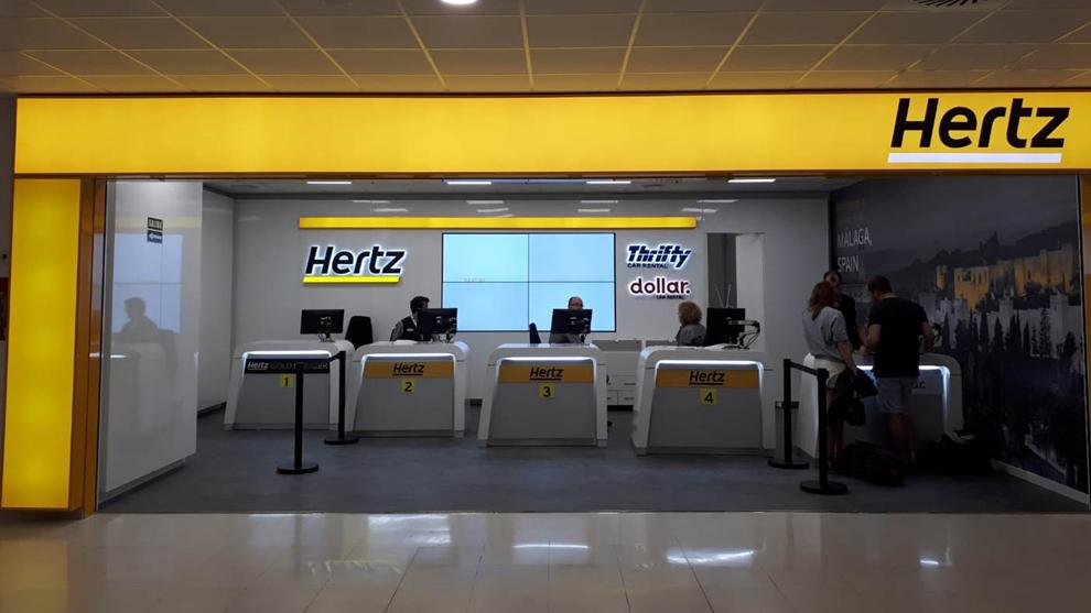 Mostrados de una oficina de alquiler de Hertz