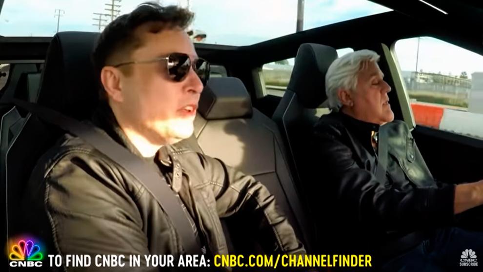 Jay Leno prueba el Tesla Cybertruck... con Elon Musk como copiloto