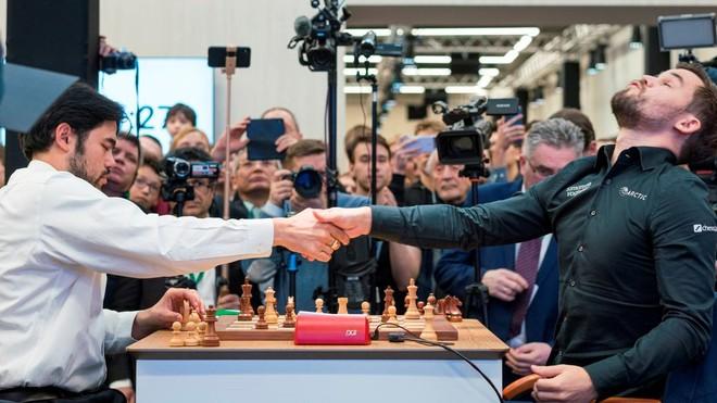 Nakamura, a la izquierda, en una reciente partida con Carlsen