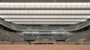 La pista central de Roland Garros con la cubierta