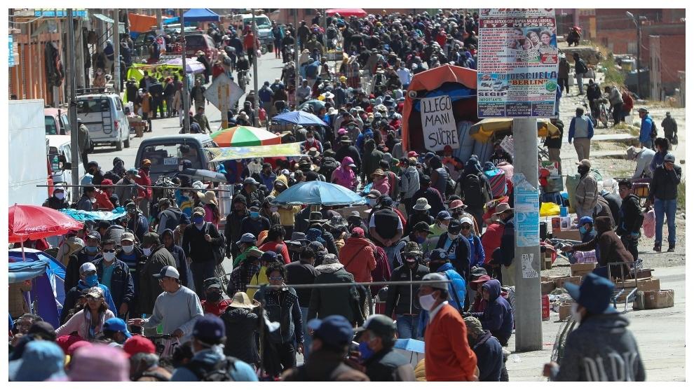 Vista general este jueves de 'La Feria 16 de julio' en El Alto...