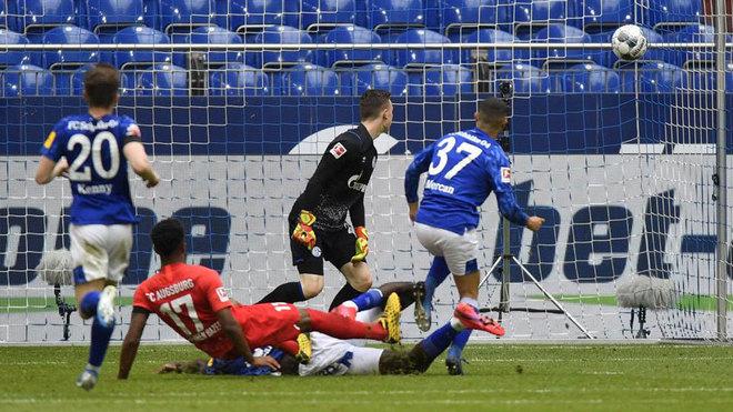 Schalke vs Augsburg: Augsburg pile misery on sorry Schalke ...