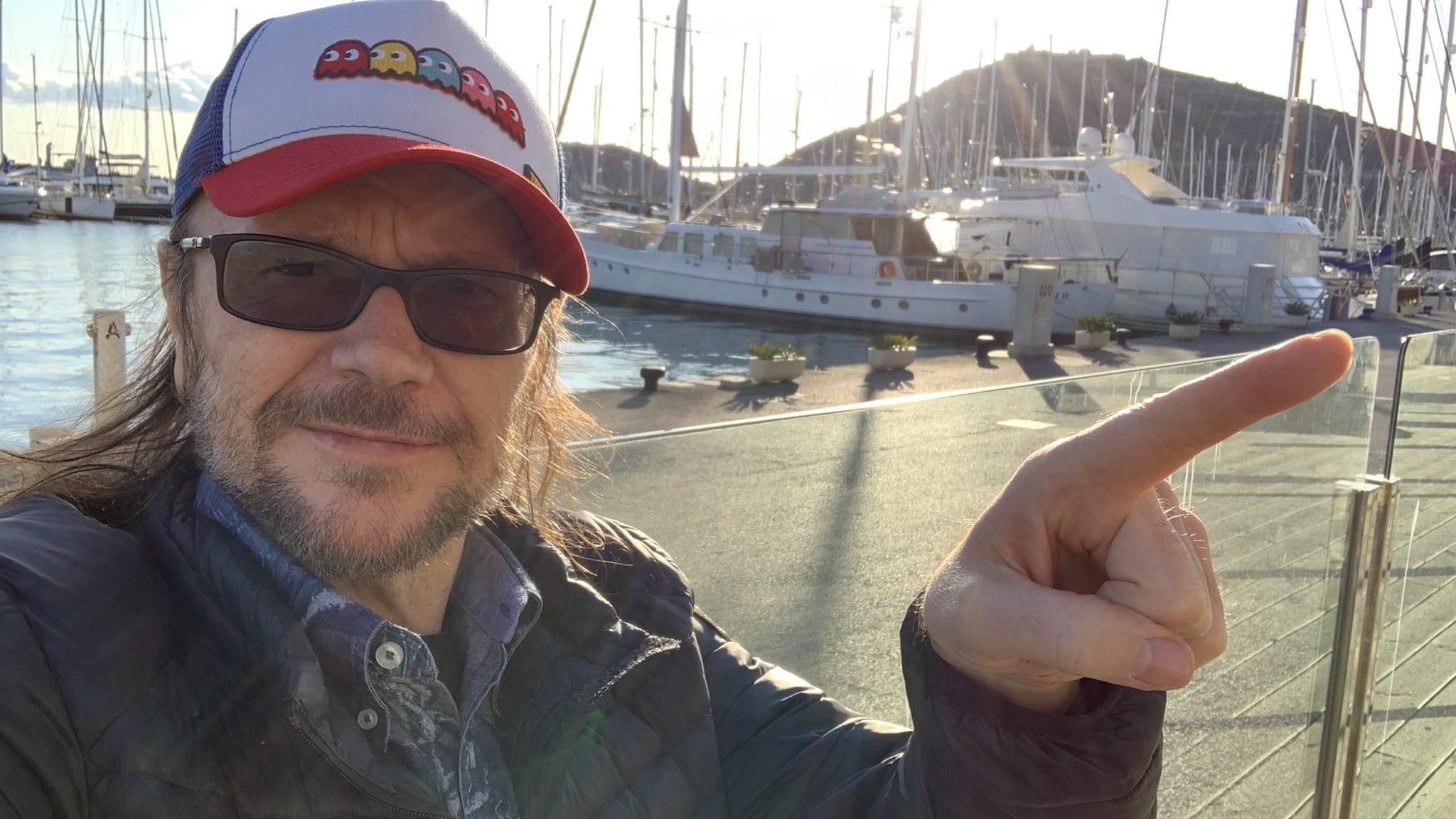 Santiago Segura agita las redes con un polémico tuit sobre las dos Españas