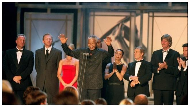 Nelson Mandela, en el escenario del Sporting Club Monte Carlo en 2000