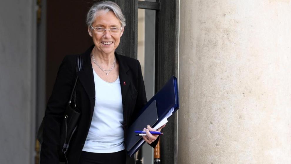 La ministra Elisabeth Borne recomienda no viajar a España en...
