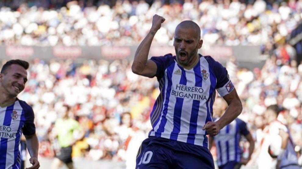 Yuri celebra un gol en Vallecas esta temporada