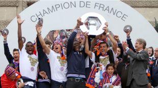 Los jugadores del Montpellier, con Hilton a la cabeza, celebran el...
