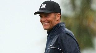 Tom Brady realizó un increíble tiro en golf.