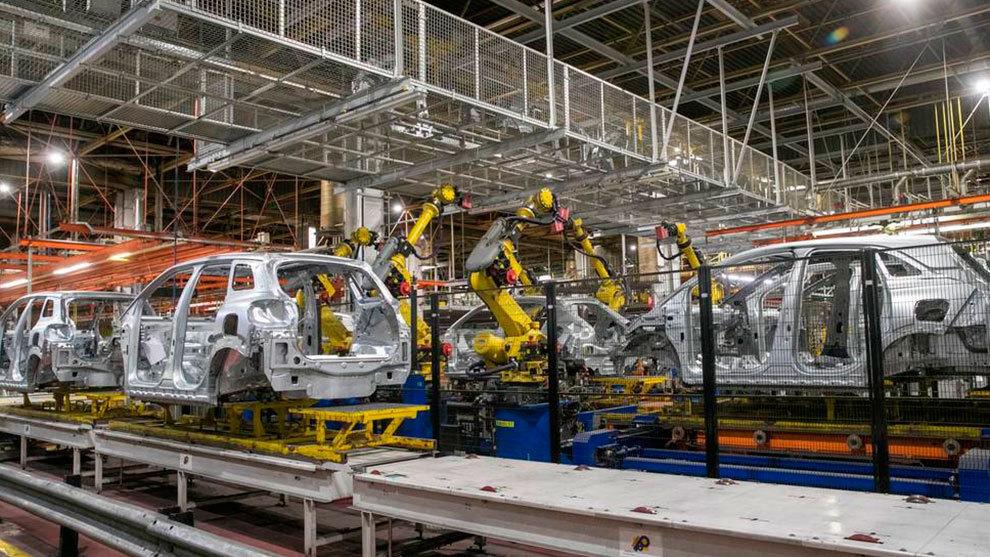 La producción en abril se inició sólo en algunas fábricas y desde...