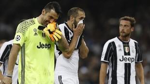 Chiellini y Buffon, tras encajar un gol del Madrid en la final de...