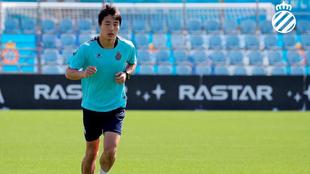 Wu Lei se ejercita en la Ciudad Deportiva.