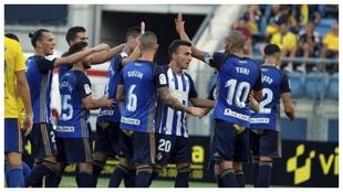 Kaxe celebra un gol junto a sus compañeros