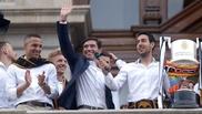 Parejo junto a Marcelino y Rodrigo en el balcón del Ayuntamiento de...