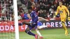 Salisu despeja un balón en un partido del Valladolid.