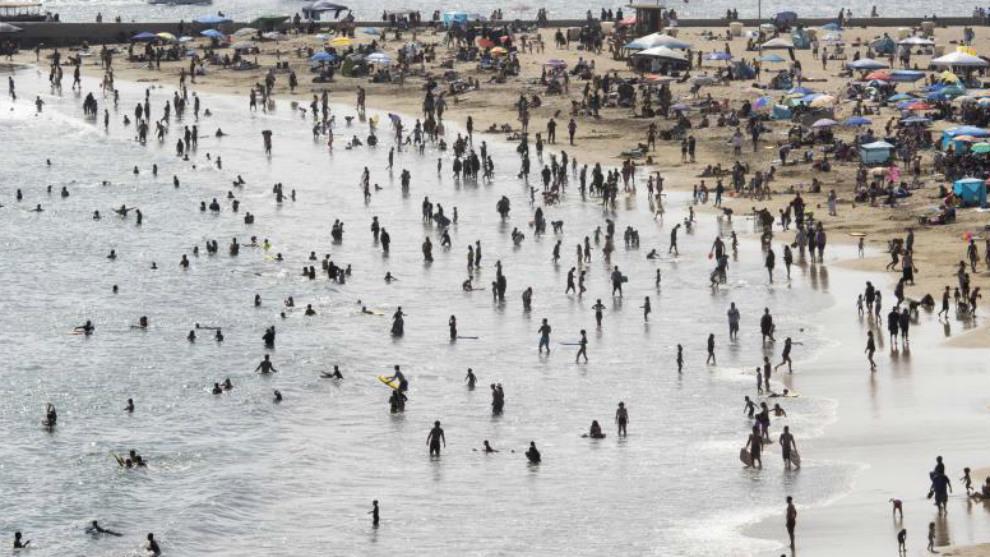 Playa en California durante el Memorial Day. Estados Unidos tiene ya...